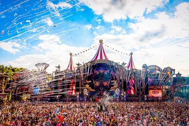 Plusieurs employé·e·s du festival Tomorrowland ont avoué dealer des drogues sur le site