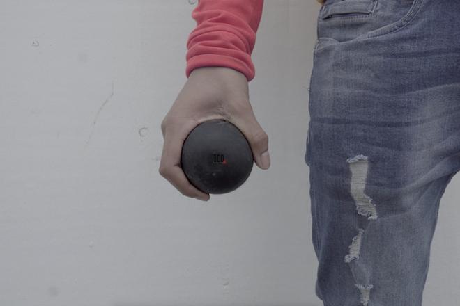 Cette balle rebondissante permet de produire de la musique n'importe où