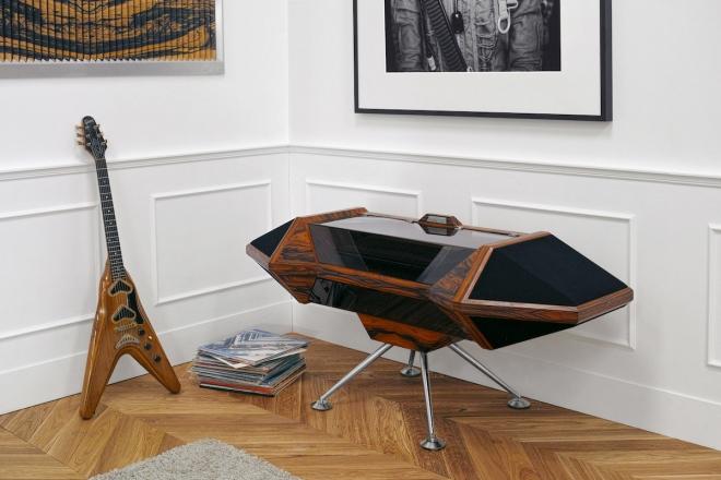 Thomas Bangalter est directeur de la photographie d'une marque de meubles normande