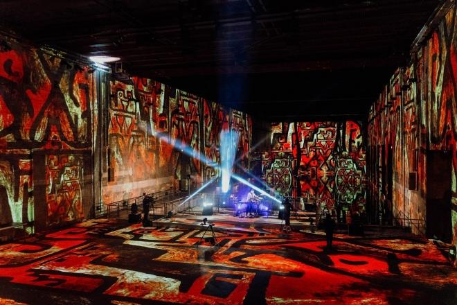 À voir: Rebotini, Traumer et Djedjotronic jouent dans le plus grand centre d'art numérique au monde