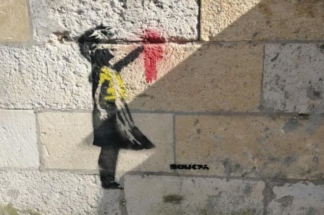 Banksy est-il l'auteur des pochoirs de Bordeaux en soutien aux « gilets jaunes » ?