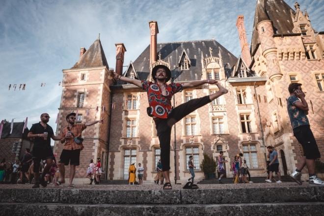 """La scène alternative aura-t-elle bientôt son château """"pour l'art et la fête solidaires et activistes"""" ?"""