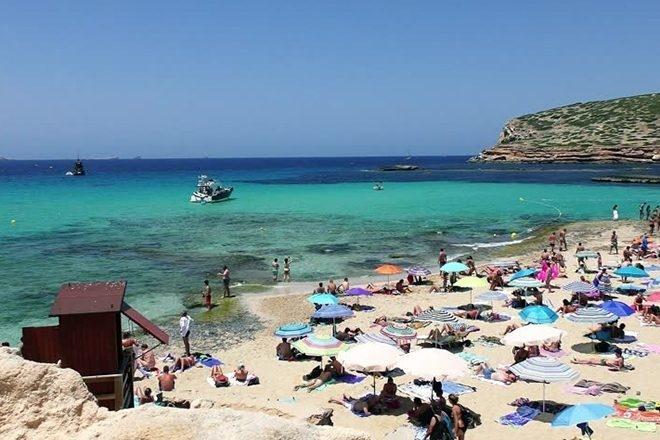 Ibiza: Une rave illégale finit en affrontement violent avec la police et 70 arrestations