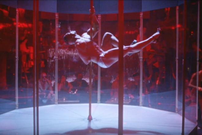Un bodybuilder fait du pole dance dans le clip du 'Love S.O.S' de Justice