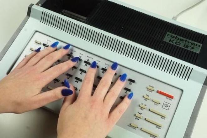 Computer grrrls, une expo pour remettre les femmes au centre de l'histoire des technologies
