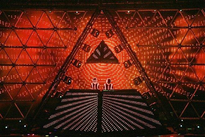 Le tribute band Daft As Punk a reconstruit la pyramide de la tournée Alive 2007