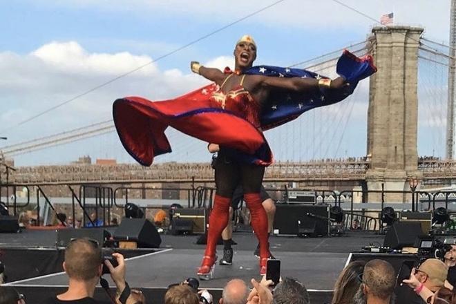 R.I.P. Nashom Wooden: la drag queen légendaire de la scène new-yorkaise emportée par le Covid-19
