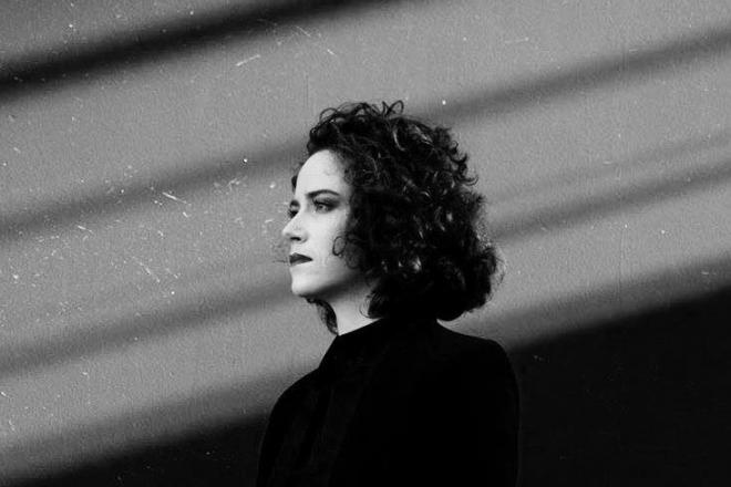 Vidéo: La jeune étoile techno française Esther sort un premier EP entre indus et bass music