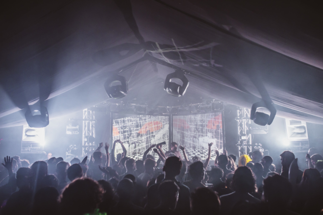 'A dirty little rave': Field Maneuvers festival est la fête secrète la mieux gardée d'Angleterre