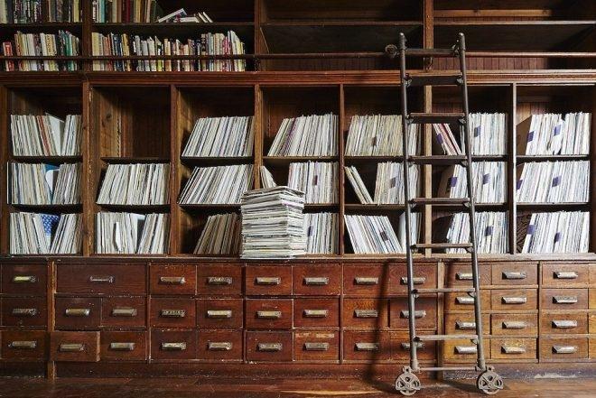 Découvrez un aperçu de la collection de disques de Frankie Knuckles