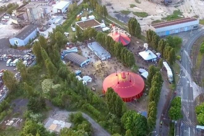Vitry: un festival house et techno intimiste offre un décor barré sur 14 000m² d'espace