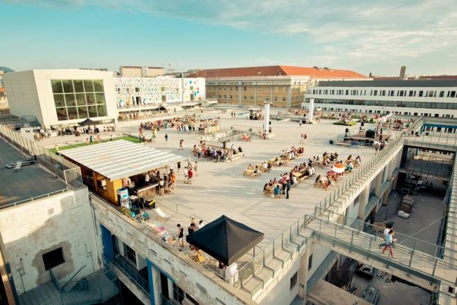 Acid techno chinoise sur les toits de la friche de la Belle de Mai à Marseille
