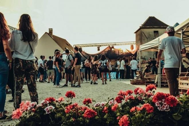 Yvelines: Un festival disco, house et techno convivial rassemble les générations pour la fête nationale