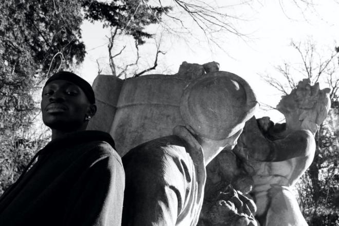 Vidéo: Les œuvres pionnières de l'écriture noire adaptées en musique ambient