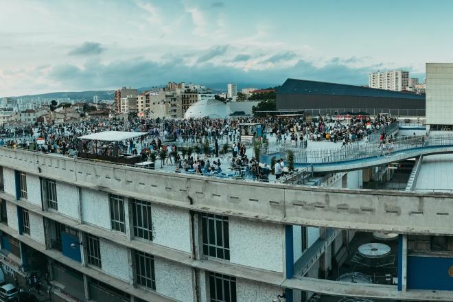 Festival Le Bon Air invite 48 artistes dans une friche industrielle à Marseille
