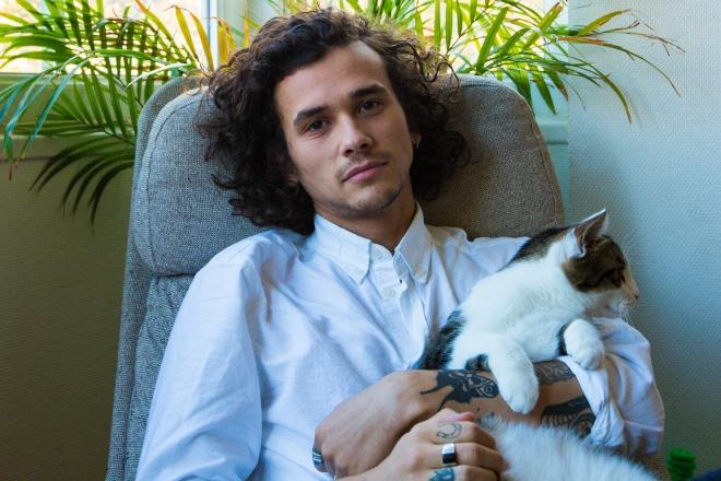 Vidéo : Dans Simple Sample #1, Leo Pol fait un track avec son chat