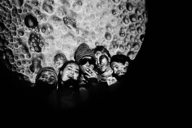 Un recueil photo nous replonge dans l'utopie des Lunacy, les 1ères raves françaises des années 90