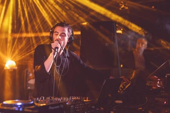 Vidéo : les vingt premières minutes de la performance de Nicolas Jaar en Palestine