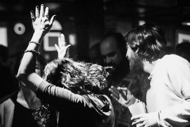 Les soirées Springclub célèbrent les talents parisiens, la liberté de fête et l'analogique