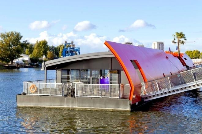La barge Radio Pirate organise son premier après-midi techno sur la Seine