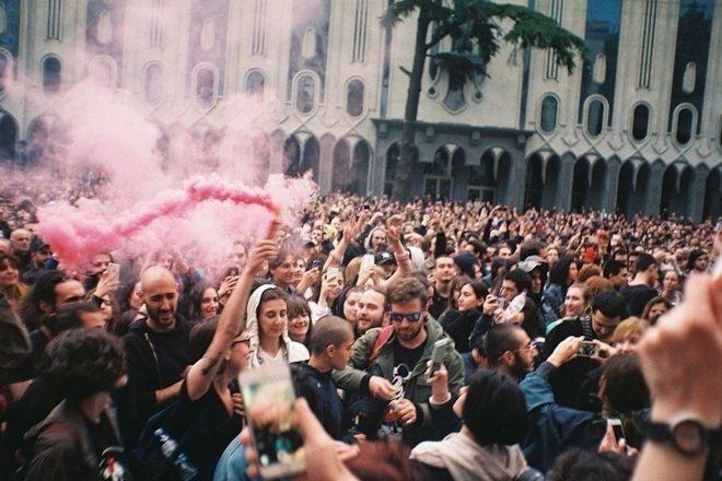 Un documentaire de la BBC explore la « révolution rave » en Géorgie