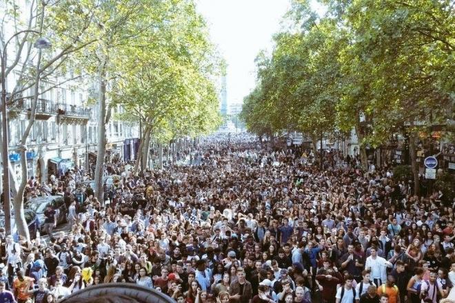 'La Rave du Siècle' : la scène parisienne dans la rue pour la grande 'Rave pour le Climat' le 16 mars