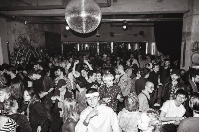 Paris : le club Garage revient pour toute une saison de soirées techno & disco face à la Seine