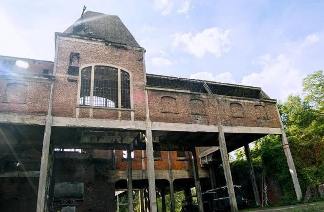 Belgique: Visionnaire pose 12h de son dans une des plus anciennes usines à charbon de Wallonie