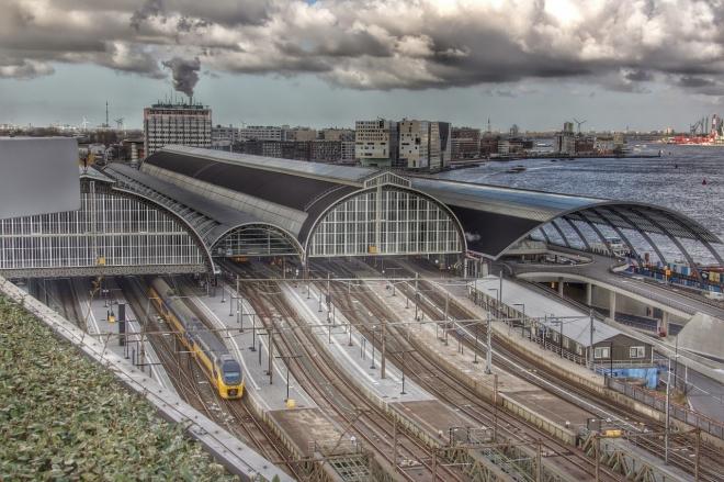 La gare centrale d'Amsterdam va accueillir une énorme rave en octobre