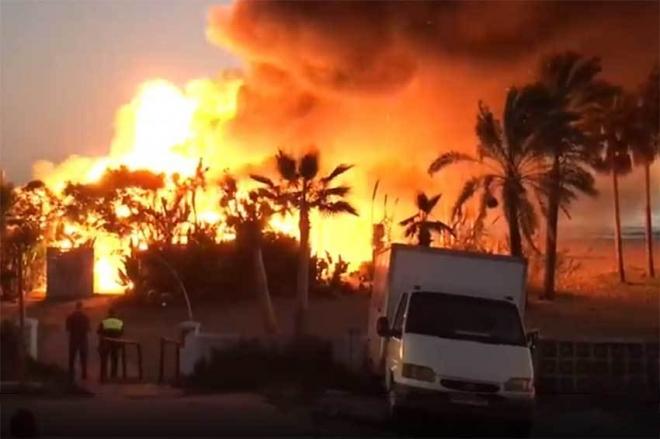 Marbella: Un énorme incendie a ravagé le club espagnol Playa Padre