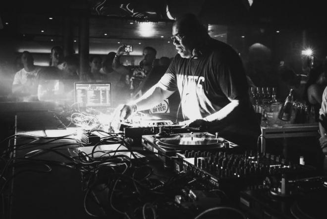 Revisitez les racines hardcore et gabber de Carl Cox en 1h de mix
