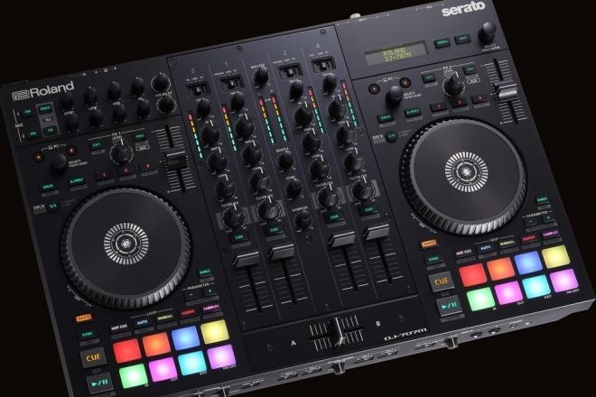 Roland et Serato s'associent sur un contrôleur hybride tout-en-un pour les DJs mobiles