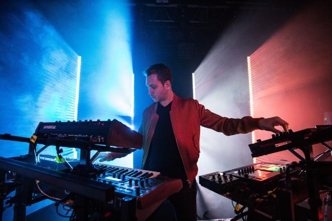 Superset, le DJ set-live hybride de Joris Delacroix prend résidence au Rex Club