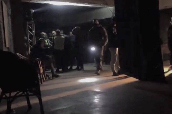 Ukraine : un raid armé fait plusieurs victimes dans un club techno de Kiev