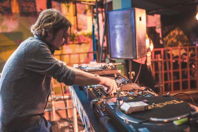 Pour ses 10 ans, MCDE Recordings réédite des pépites de Laurent Garnier et Hugo LX
