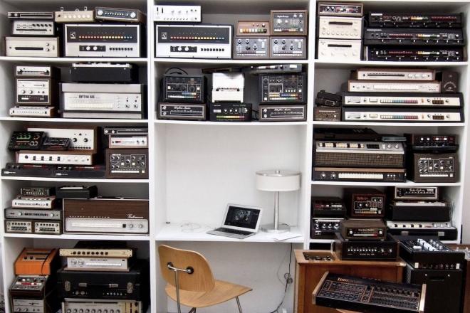 Moby met en vente la plus grande collection de boîtes à rythmes analogiques au monde