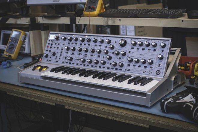 Moog sort une nouvelle édition limitée de son synthé analogique Sub 37