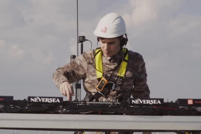 Un DJ a joué un set de 5 h à 100 mètres du sol dans une turbine à vent