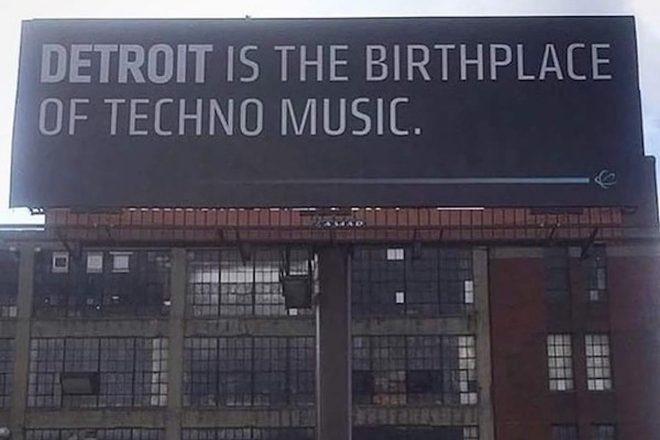 À Detroit, une énorme affiche rappelle à tous qui est le patron