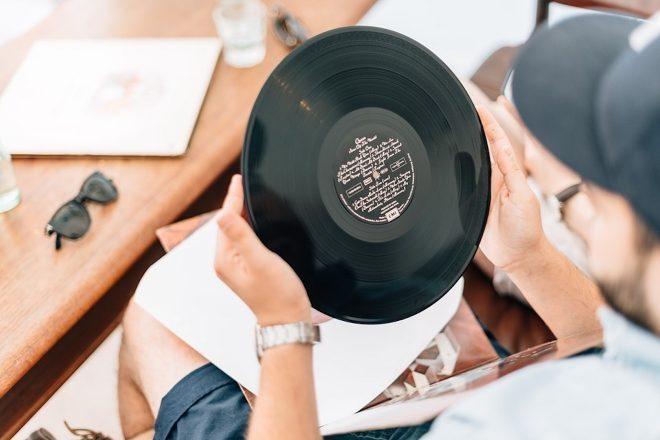 Les ventes de vinyle en forte augmentation aux États-Unis, les ventes digitales continuent de sombrer