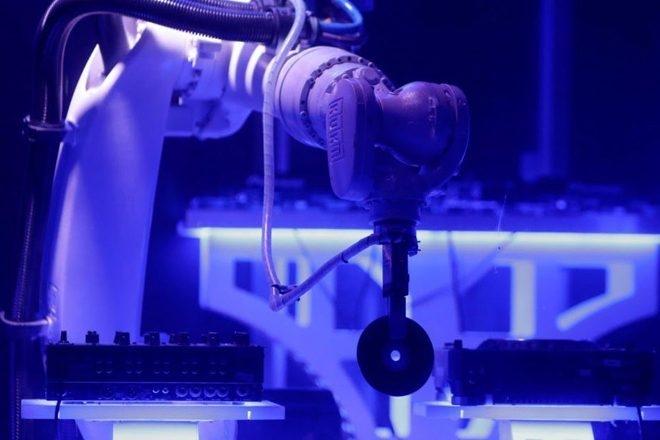 Un robot remplace le DJ dans un nightclub de Prague