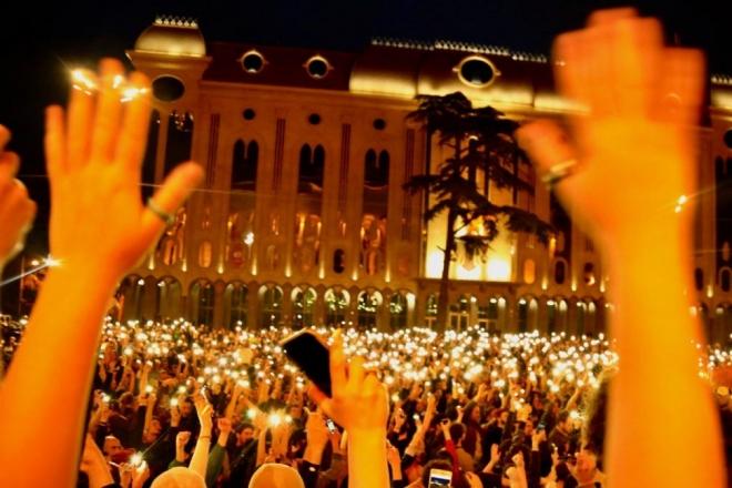 Tbilisi: la Géorgie enquête sur les descentes de police dans les clubs