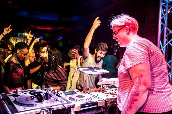 """Smirnoff fait le pari de doubler le nombre de révélations musicales féminines grâce au projet """"Equalizing Music"""""""