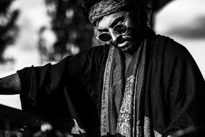 Le franco-arménien Viken Arman fusionne jazz et musique électronique dans un EP mystique