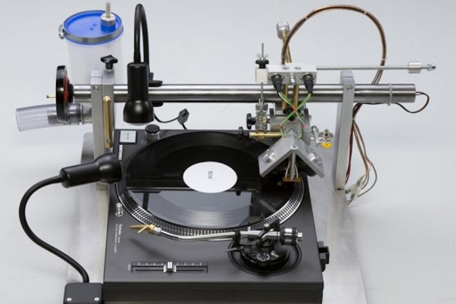 Cette invention permet de graver ses propres vinyles à la maison