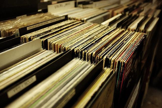 En Angleterre, les ventes vinyles devancent pour la première fois les ventes digitales