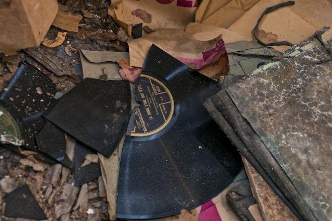 Et si votre collection de vinyles était néfaste pour la planète et votre santé ?