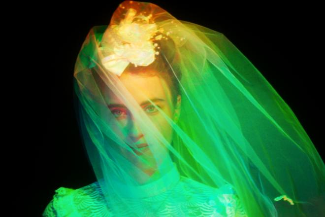 À voir: Kompromat collabore avec Adèle Haenel pour un clip sublime